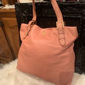 Tory burch Grained Leather tote🧡❤️